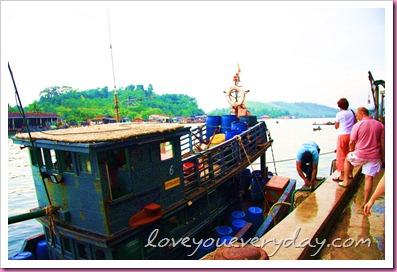 """เมืองระนอง สะพานปลาแห่ง """"รัก"""""""
