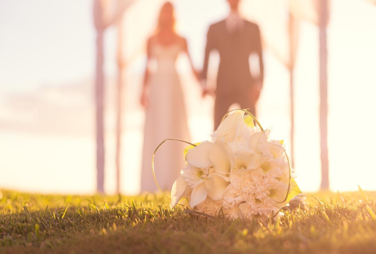 """8 วิธีน่ารักๆ ในการตกแต่ง """"งานแต่งงาน"""" ด้วยดอกไม้"""